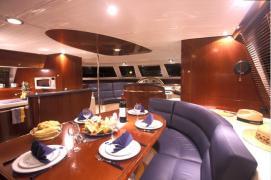 alquiler-catamaranes-motor-valencia-ibiza-04.jpg